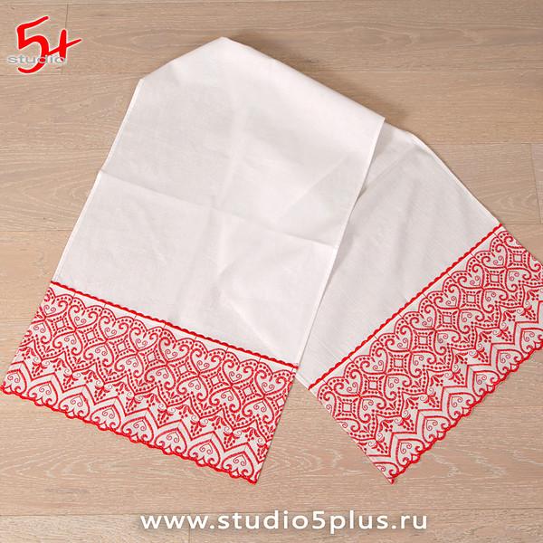 Традиционный рушник с вышивкой