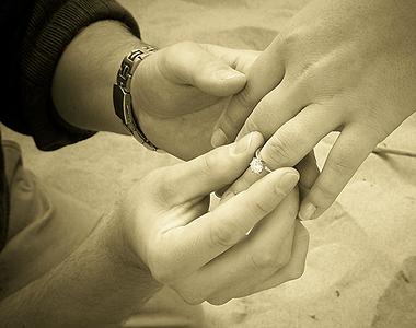 помолвочное кольцо - перстень с камнем