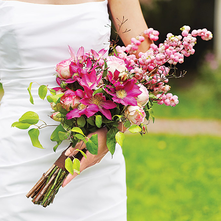 вертикальный свадебный букет невесты