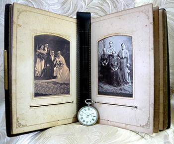 Старинный свадебный фотоальбом