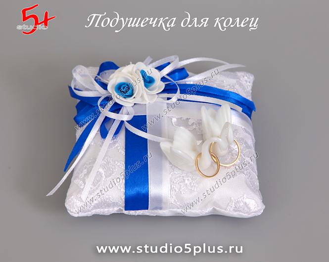 подушечка для колец на свадьбу с лебедями в синем цвете