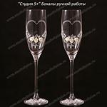 Розочки белого цвета и сердечко на свадебных бокалах ручной работы купить в СПб
